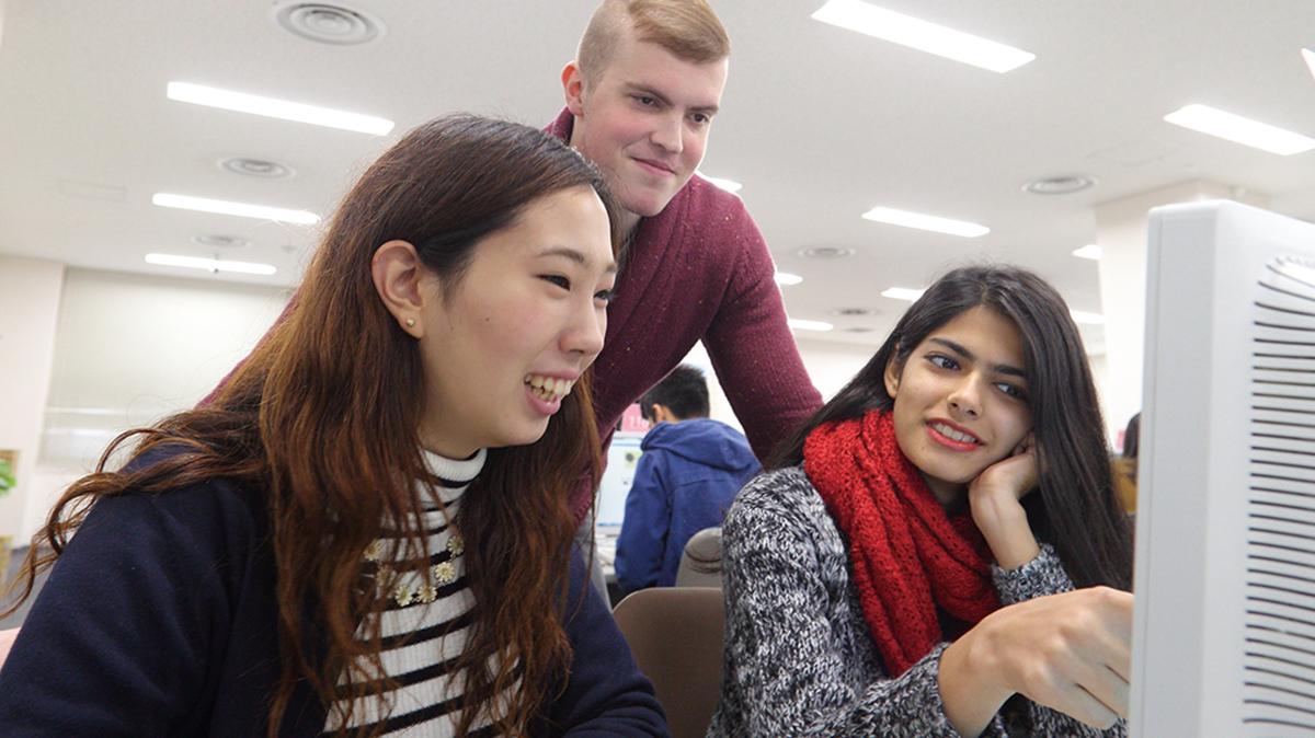 世界に通用する学びを英語と日本語の二言語で
