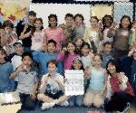 NYの現地校で8歳の頃(前列右から3人目)