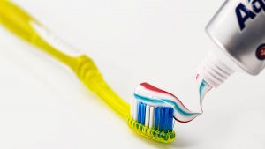 間食のだらだら食べが虫歯の原因。10歳前後までは仕上げ磨きを!