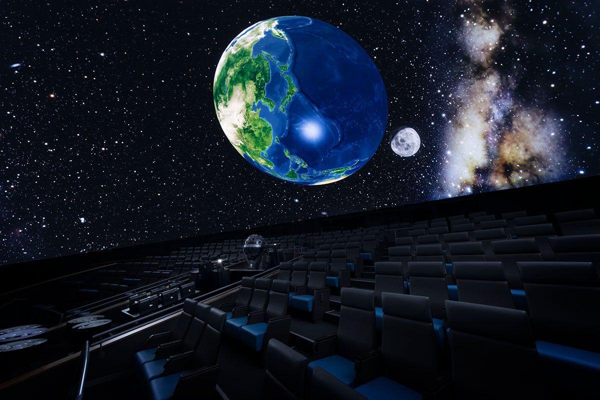 『葛飾区郷土と天文の博物館 プラネタリウム』のドーム内映像