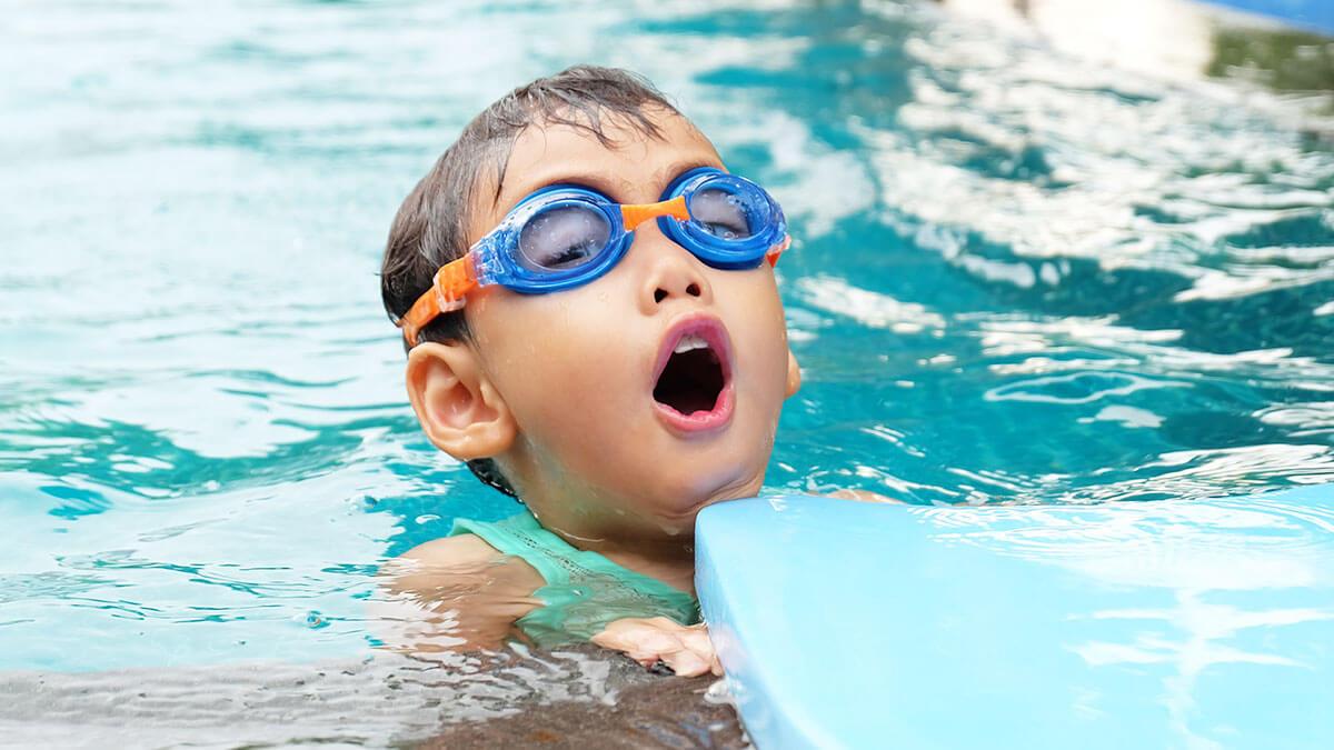 子どものスポーツにかける年間費用の平均金額は51,478円。体育の授業以外で行っているスポーツの1位は4年連続「水泳」