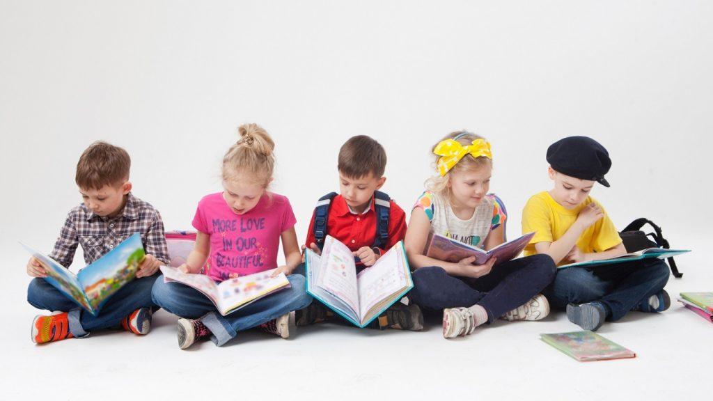 両親が読書家なら、子どももよく本を読む傾向に~厚労省調査から~