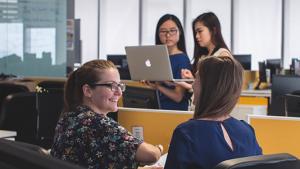 日本企業の約7割が海外での留学、就業経験者の採用に前向き